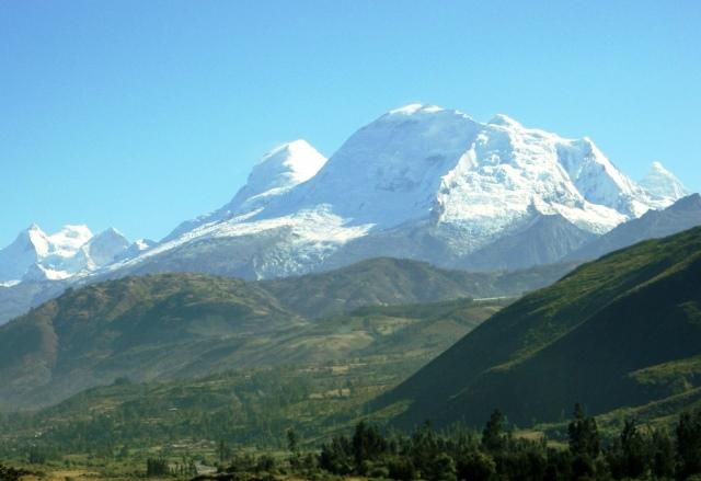 ワラス近郊より望むペルー最高峰ワスカラン(6,768m)