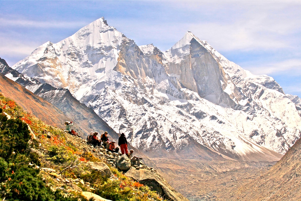 ガンゴトリ氷河とバギラッティを望む