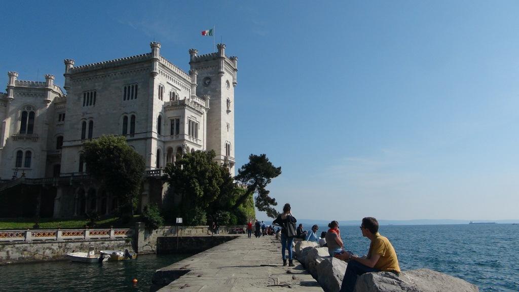 紺碧のアドリア海とミラマーレ城(7日目)