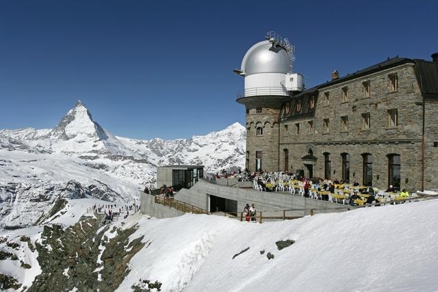 ゴルナーグラート展望台で絶景を展望する