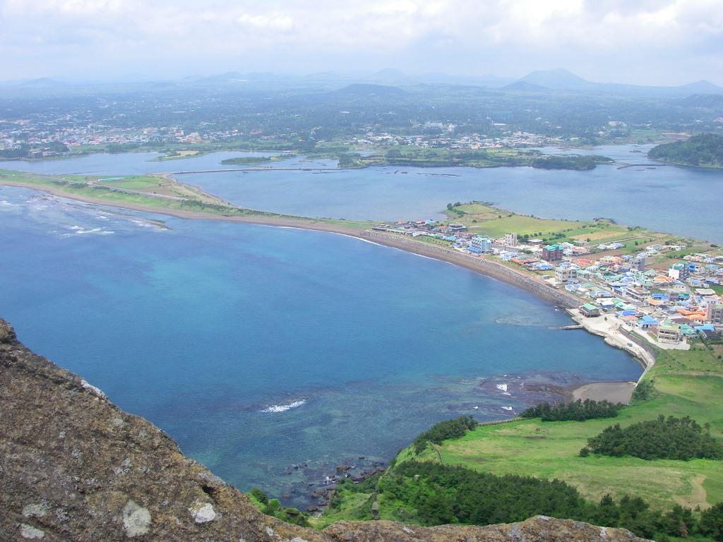 世界遺産・城山日出峰からの眺め