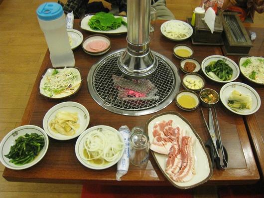 済州島名産の黒豚の焼肉(2日目・夕食)