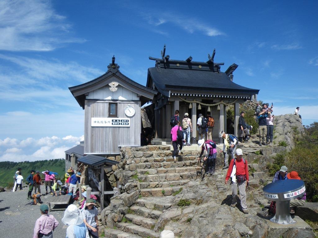 山頂の石鎚神社