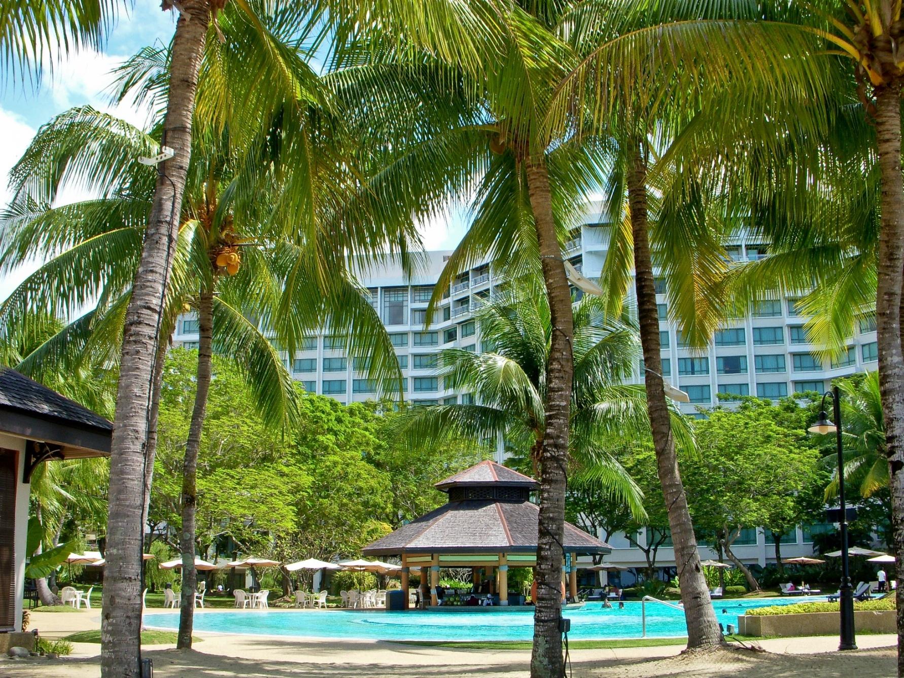 下山後はビーチ沿いのリゾートホテル