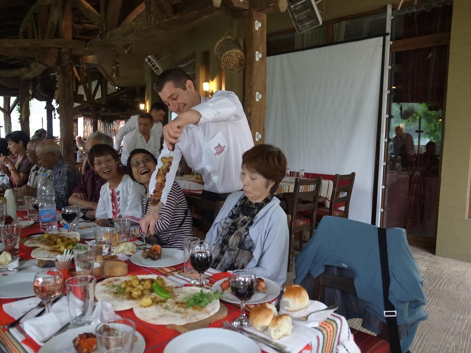 ブルガリアの伝統料理を楽しむ