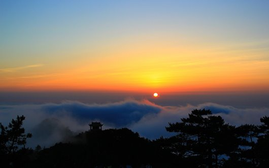 排雲亭付近から望む幻想的な黄山の夕日