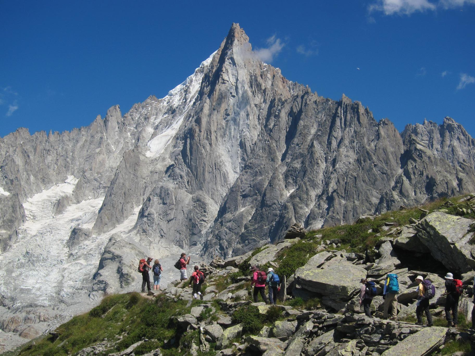 尖峰ドリュ(3,754m)を正面に歩く(3日目)