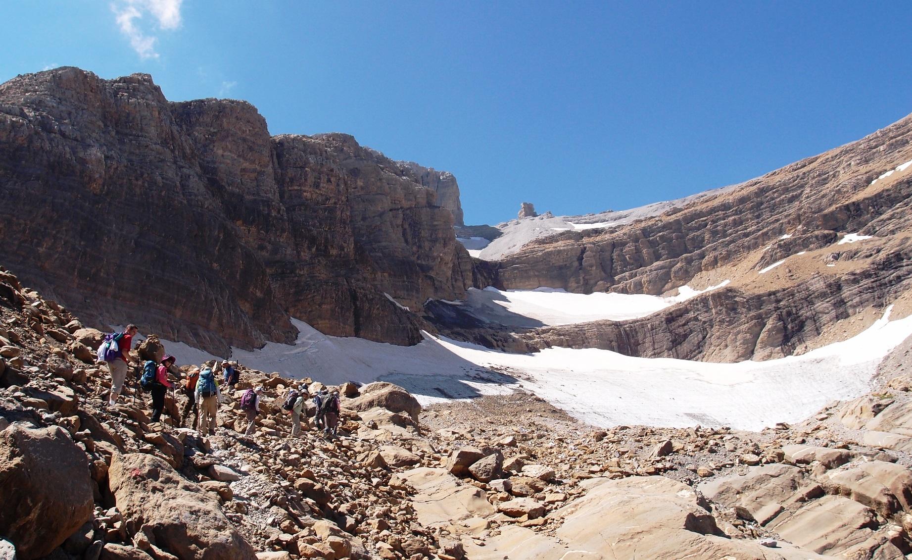 迫力ある景色の中、タイロン氷河付近を歩く(8日目)