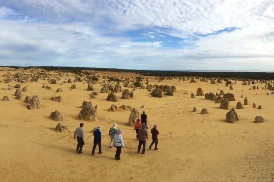 荒野の墓標と呼ばれるピナクルズを散策
