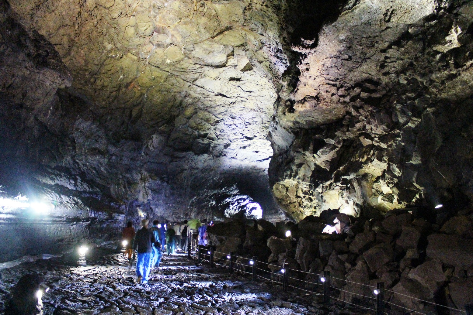 世界遺産・万丈窟(溶岩洞窟)
