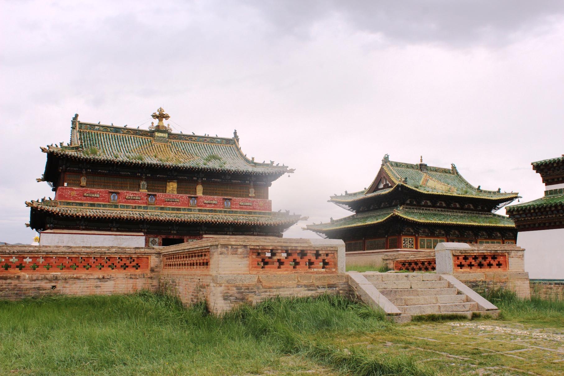 モンゴル最古の寺院エルデニ・ゾーを見学