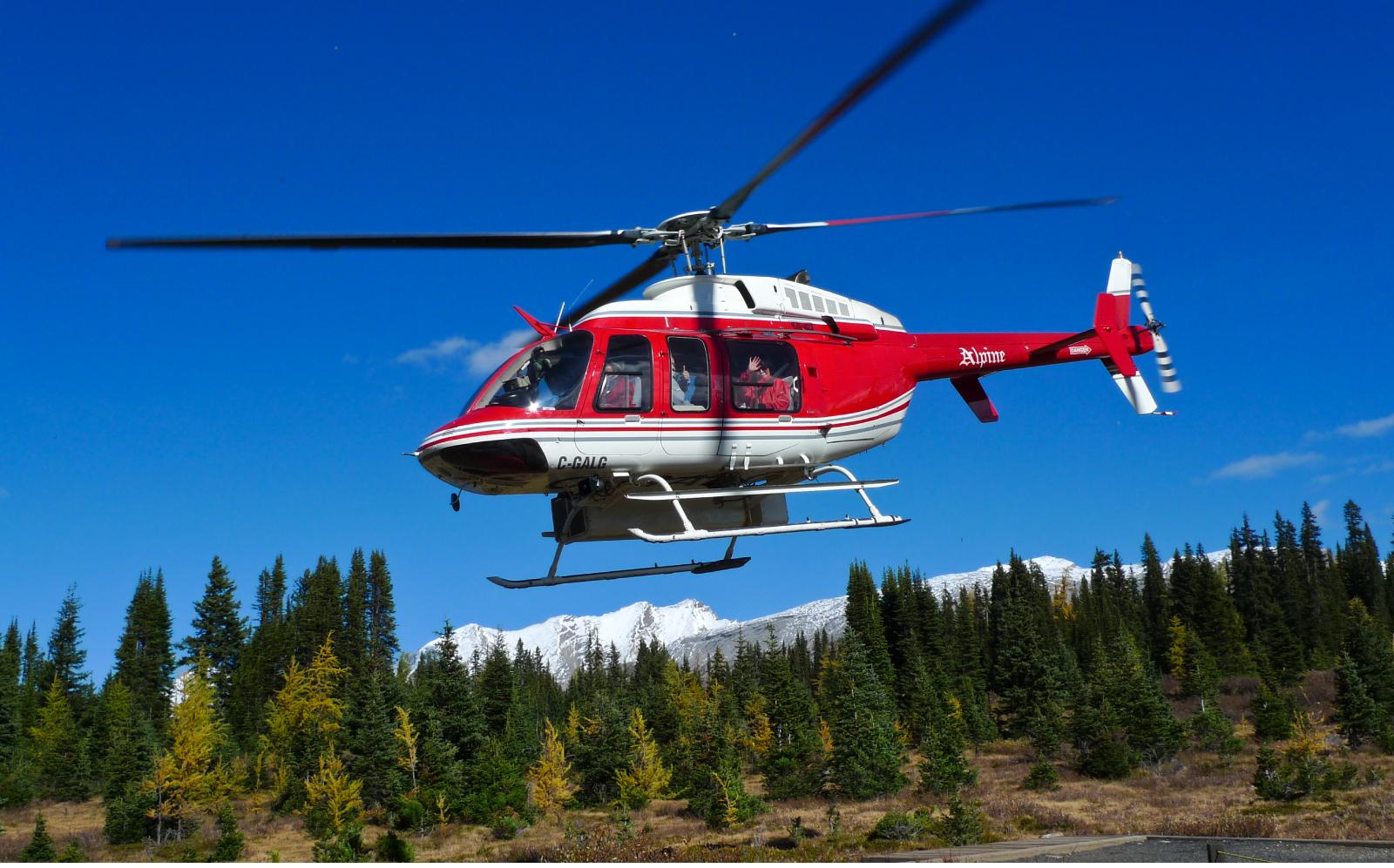 ヘリコプターでロッキーの山中へ一気に入山