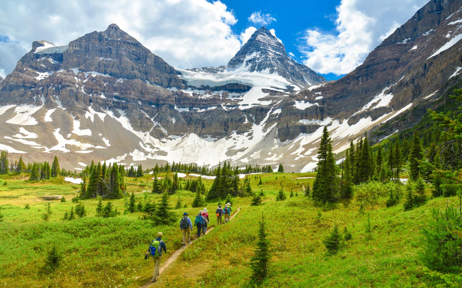 圧倒的な大自然の中でハイキング