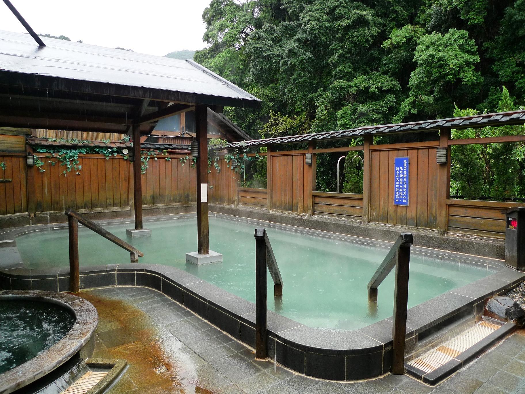 台北郊外の温泉入浴を楽しむ