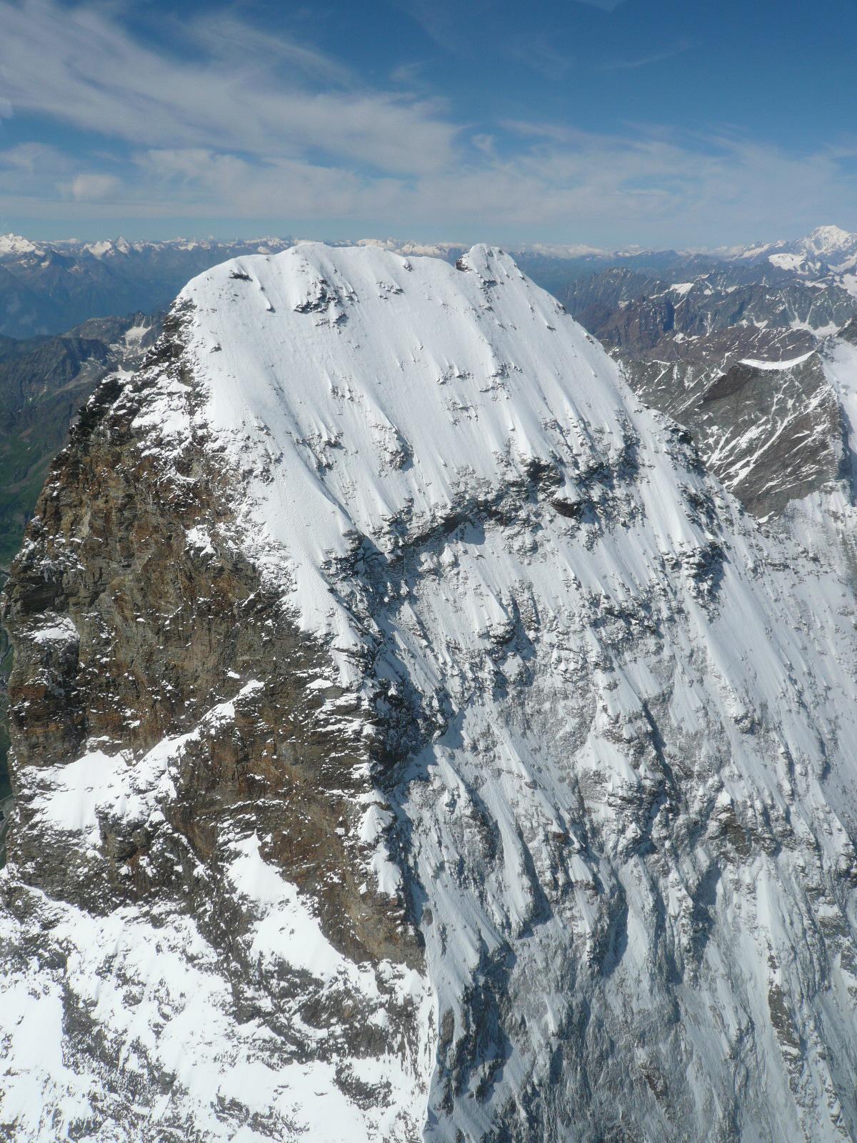 ヘリ・フライトでマッターホルン山頂間近まで接近(6日目)