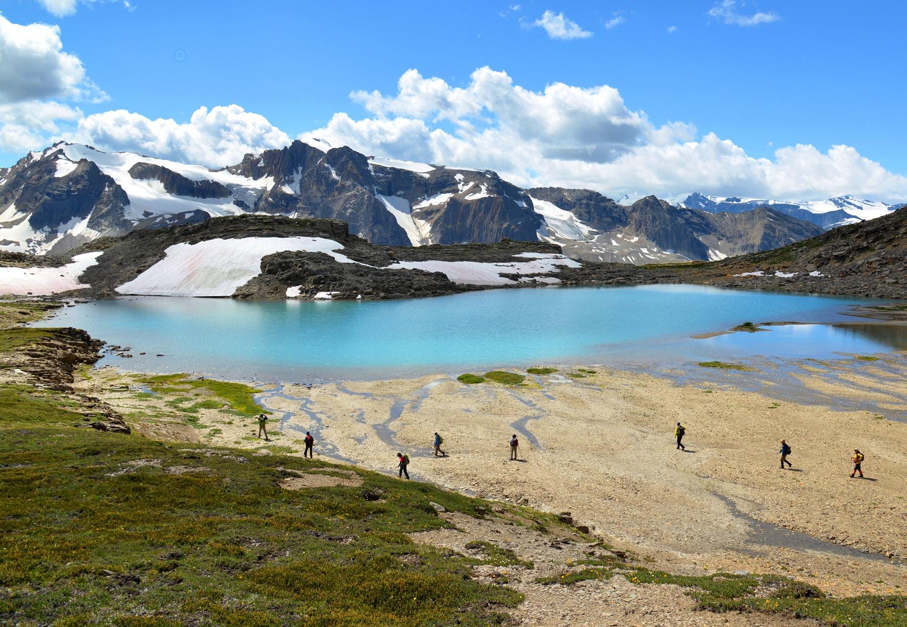 美しい山上湖が点在するエリアを周回するおすすめハイキングコース