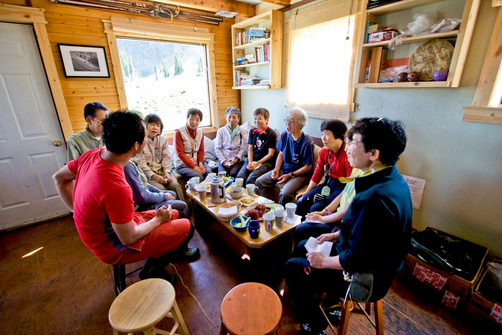 グループで貸切の山小屋での美味しい夕食
