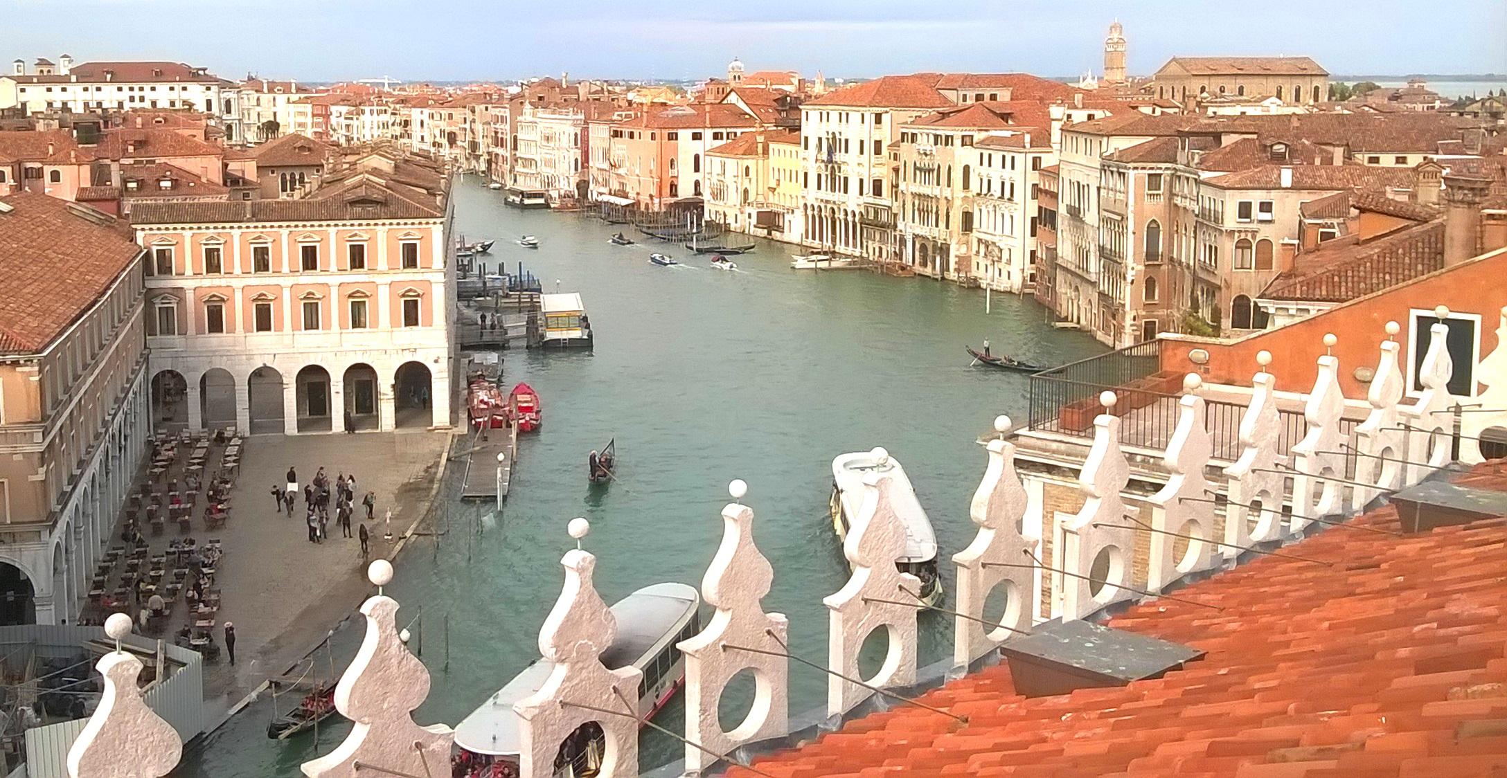 歴史的建造物と運河が調和したベネチアの町並み(8日目)