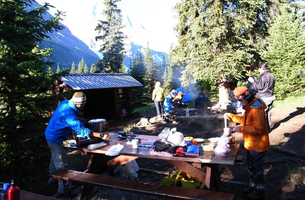 ロッキーの大自然の中でキャンプ体験