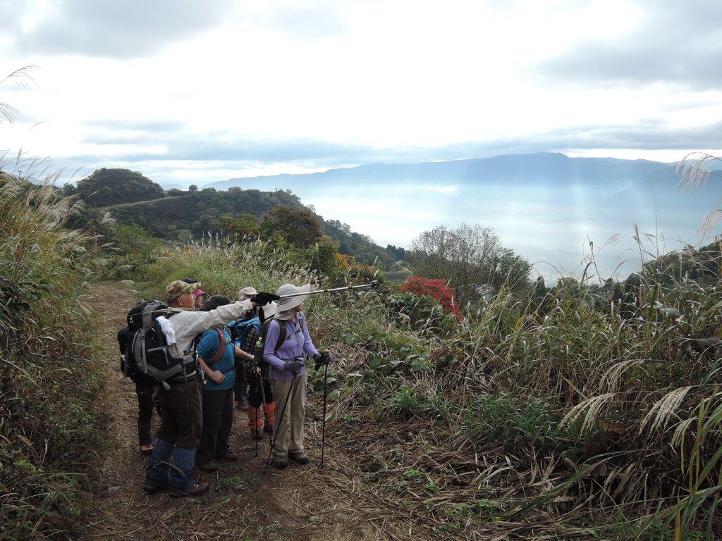 志賀高原の山々を望む
