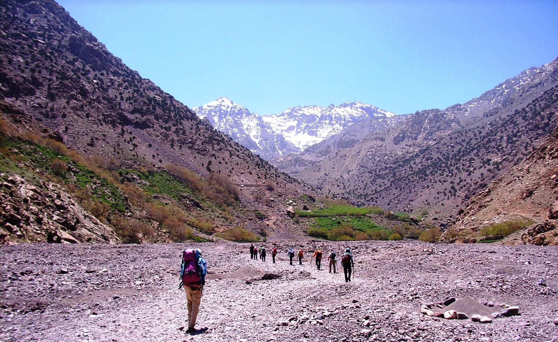イムリルの村を過ぎ広い谷へ