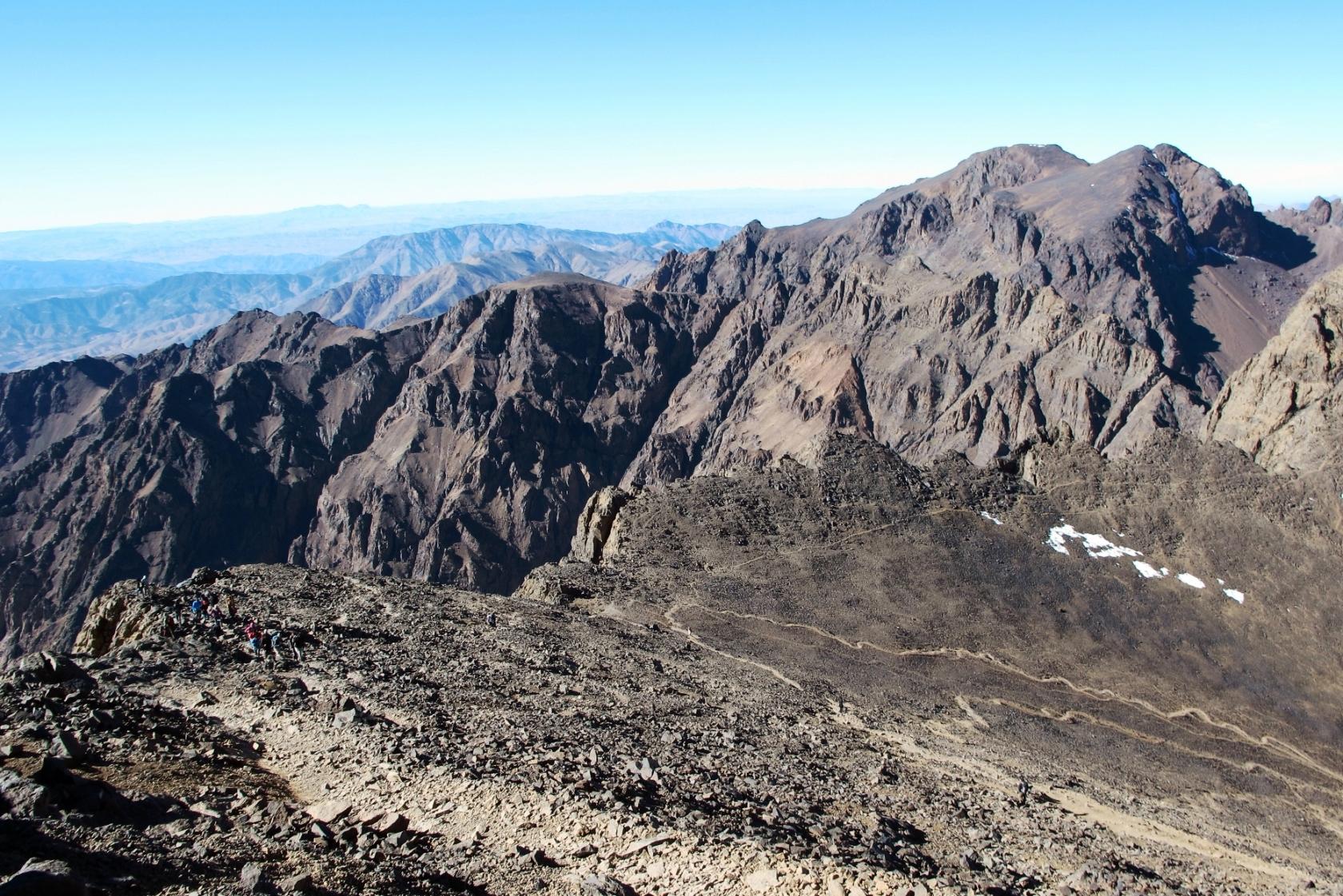 ガレ場を越えてツブカル山直下の稜線へ