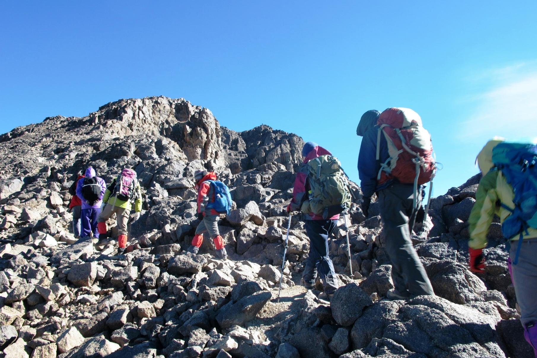 ツブカル山頂(右奥のピーク)への最後の登り(5日目)