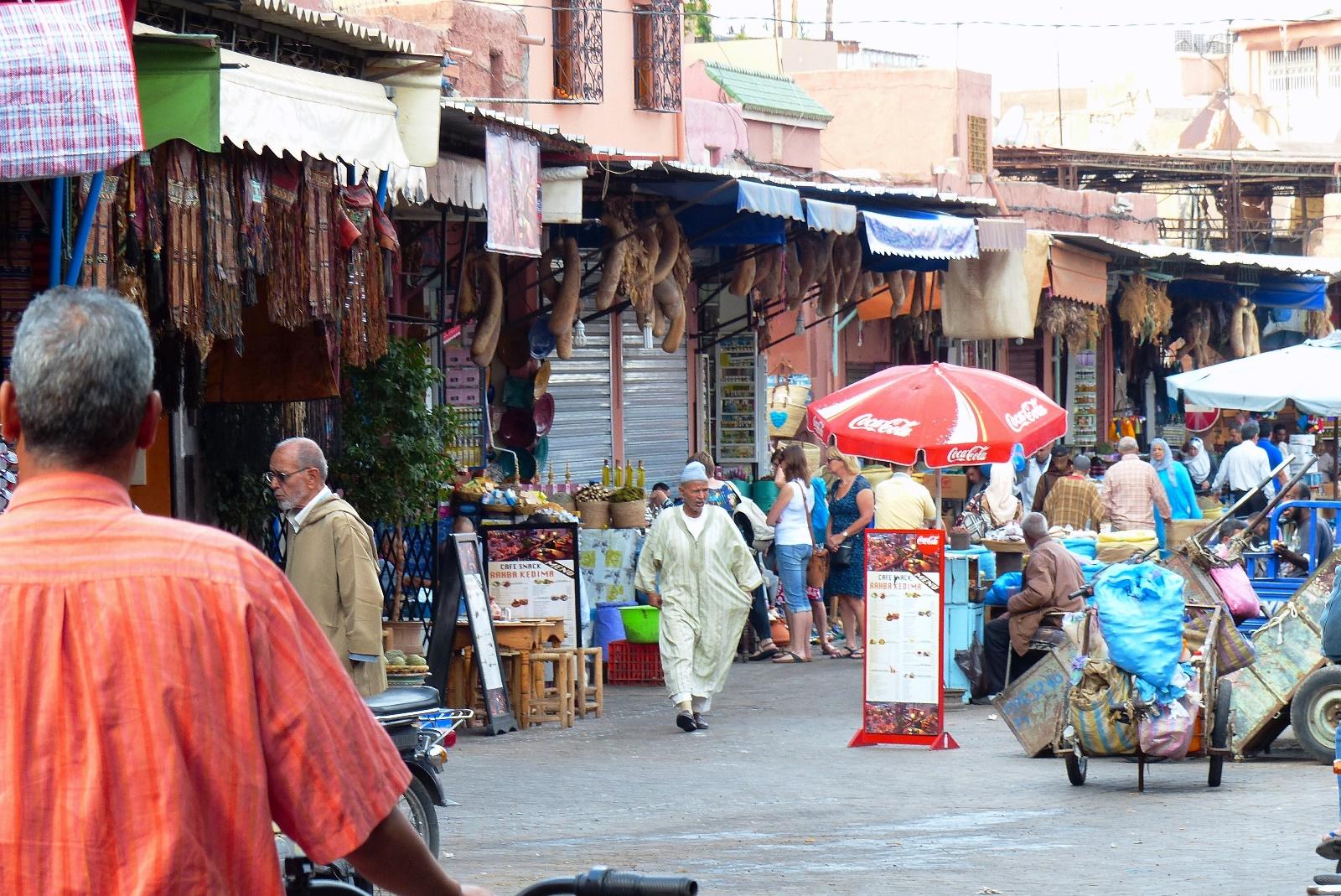 様々な店が連なるスーク(市場)を散策