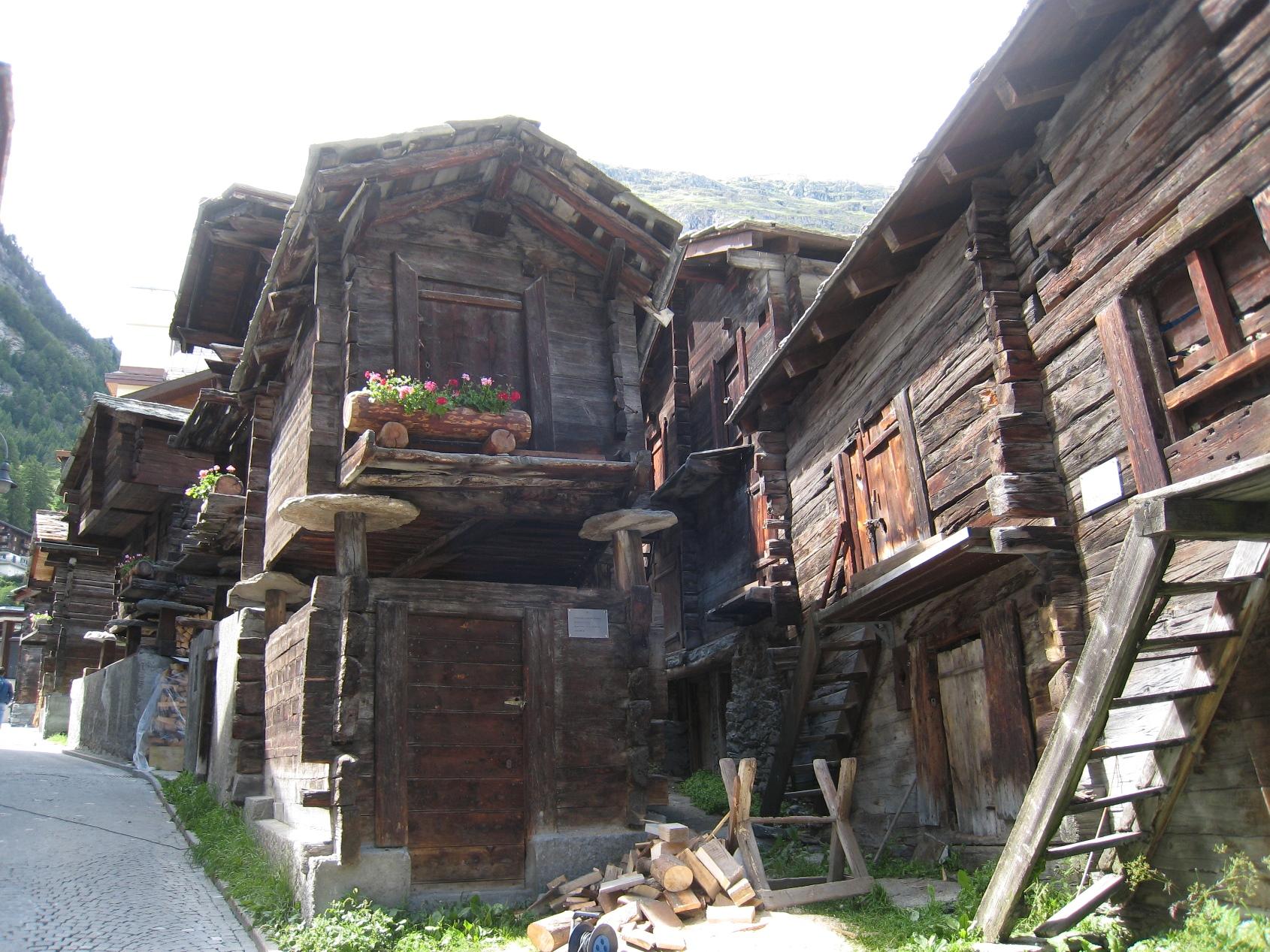 伝統的な家が残るツェルマット
