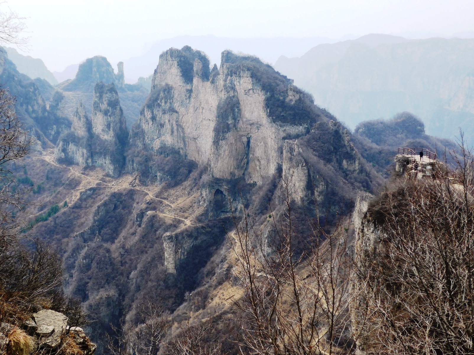 南太行山・王莽嶺(ワンマンリン)からの眺め