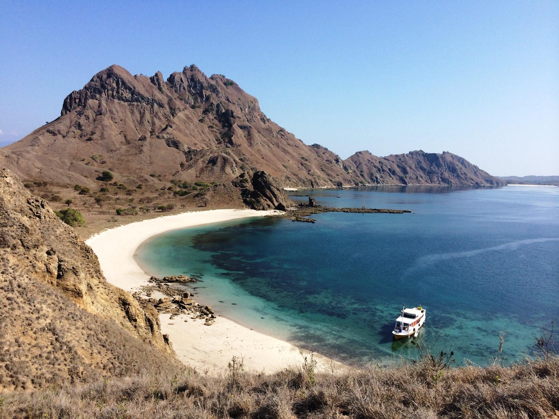抜群の透明度を誇るフローレス海に浮かぶパダール島へ(3日目)