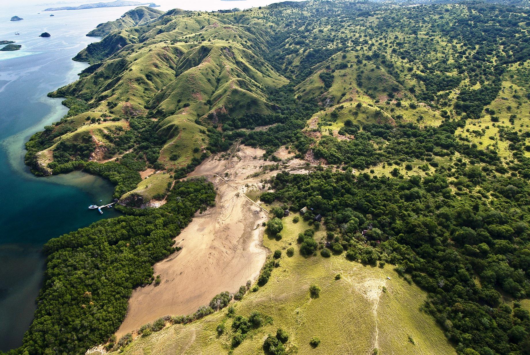 リンチャ島のハイキング・トレイルの空撮写真(4日目)