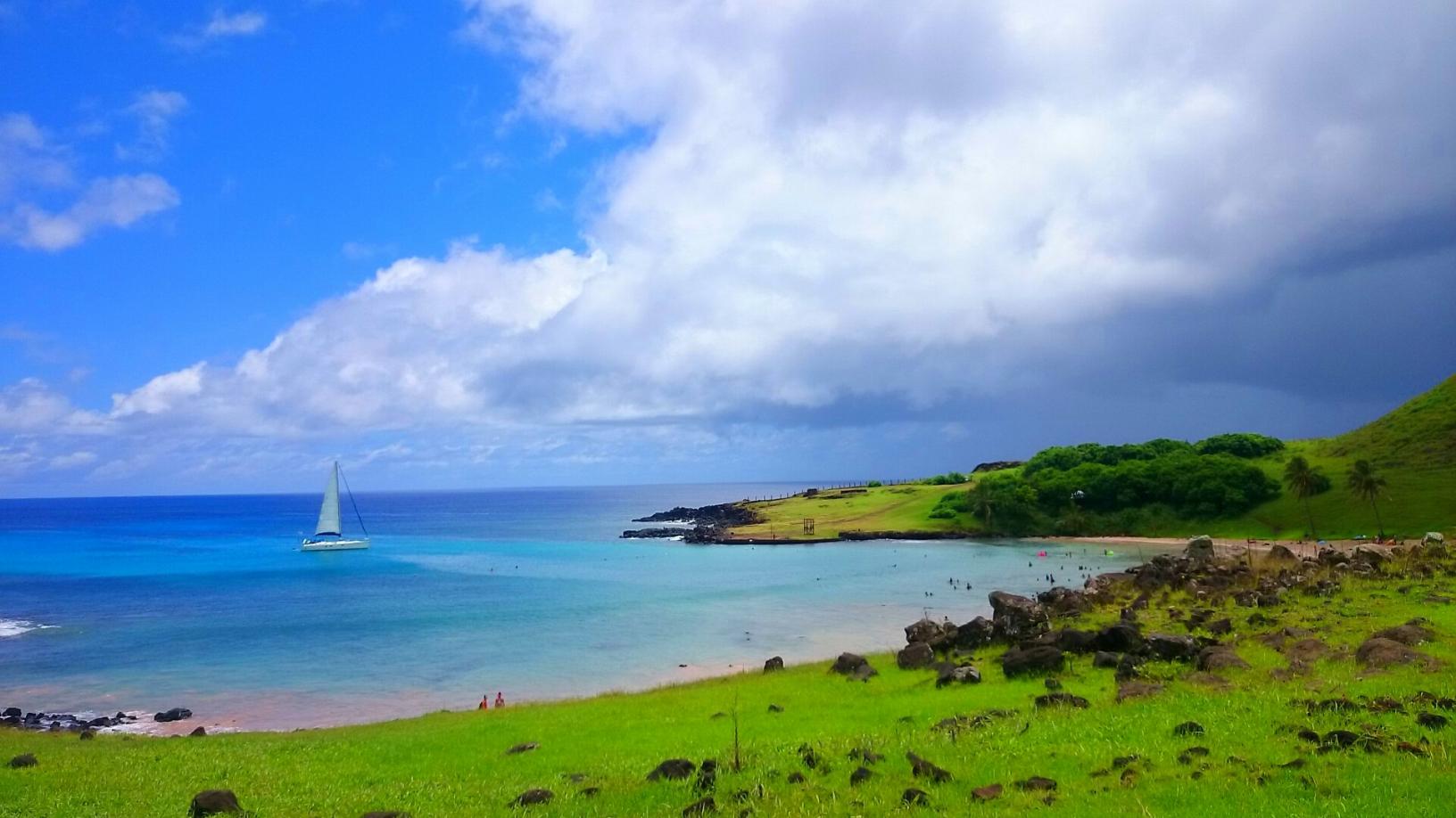 青い海が美しいイースター島北部のアナケナ・ビーチ(2日目)
