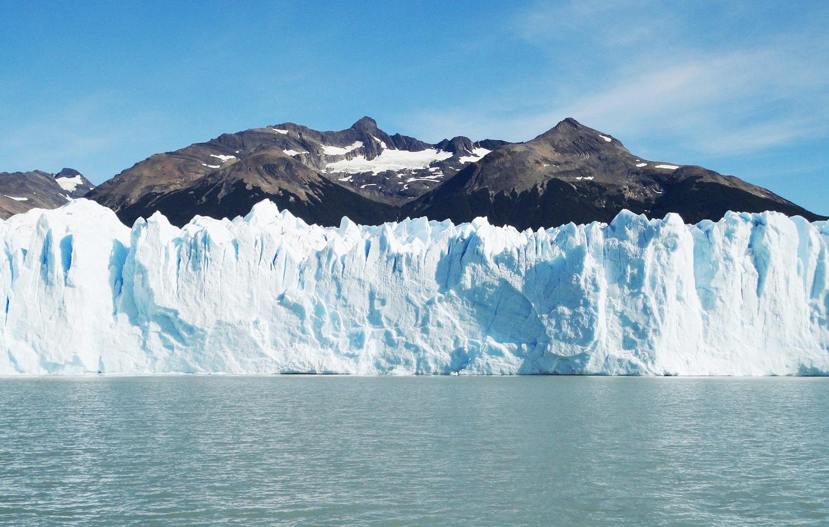 迫力のペリトモレノ氷河に船で接近(7日目)