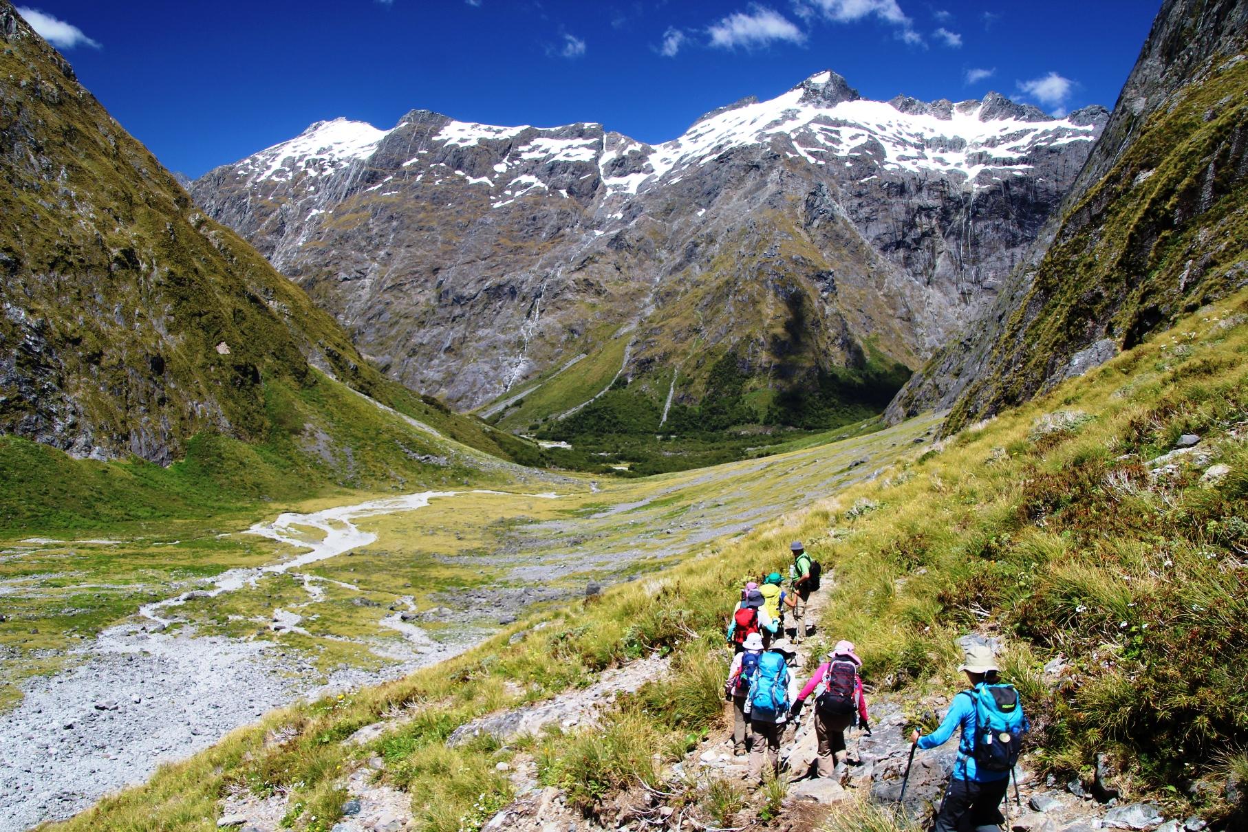 氷河によって浸食された谷を歩くゲートルード・バレー(4日目)