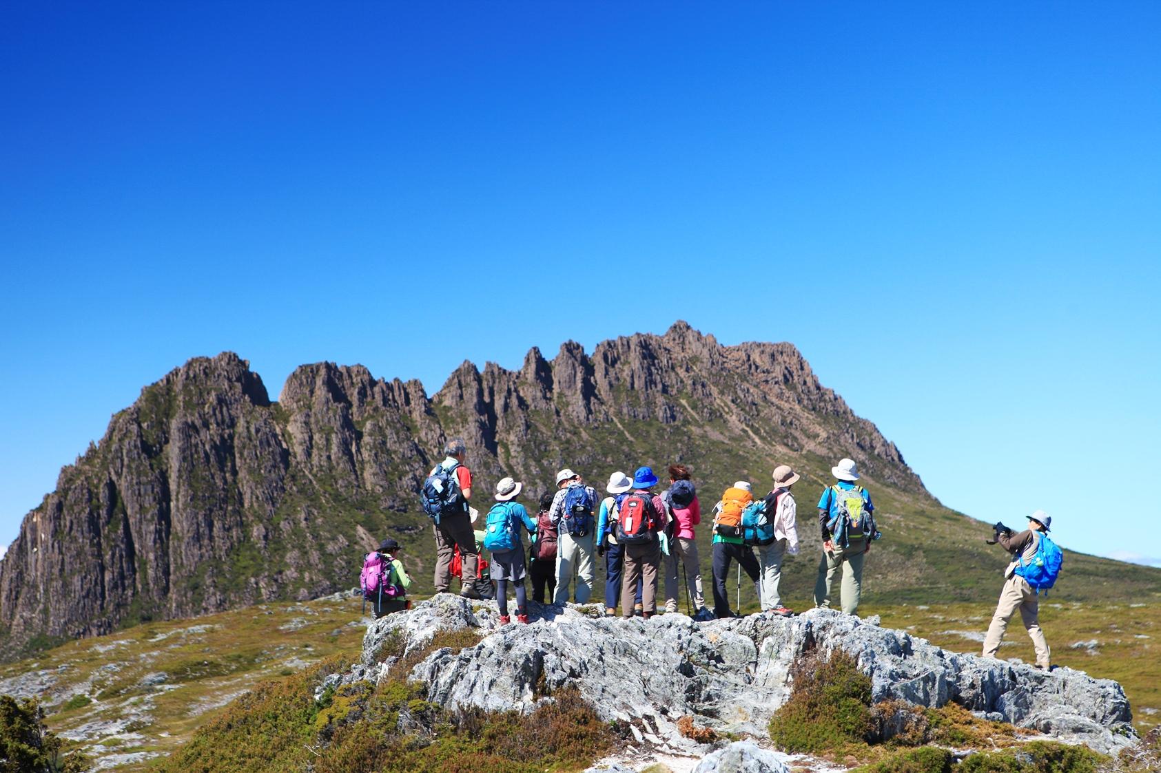 タスマニア島を代表する象徴的な山・クレイドルマウンテン(1,545m)周辺で2日間のハイキングを楽しみます(7日目)