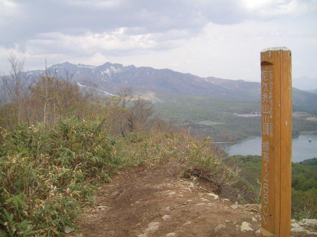 尼ヶ山頂より武尊山を望む