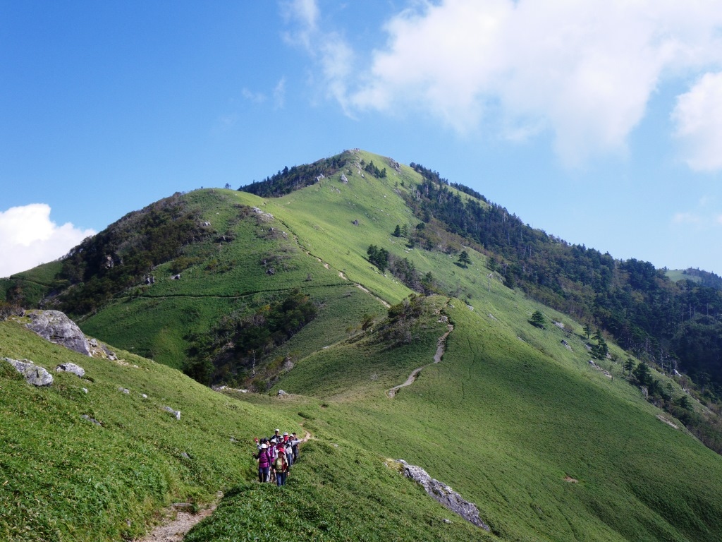 西日本で2番目に高い剣山(1,955m)