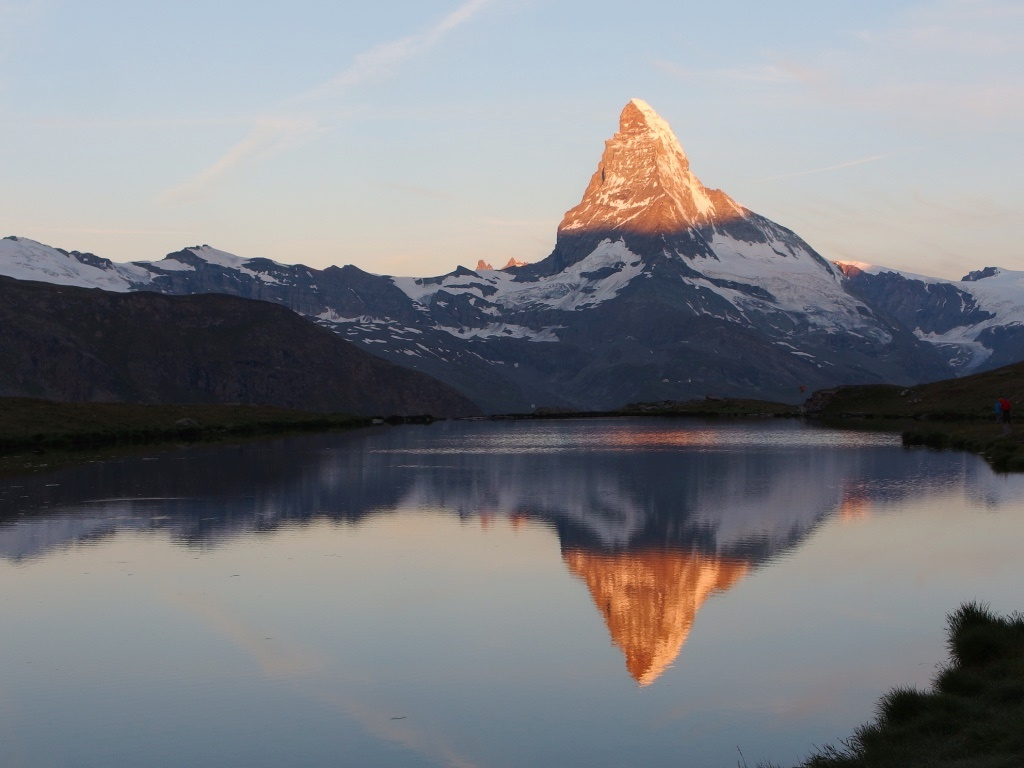 山小屋に宿泊するからこそ見ることができる、朝日に輝くマッターホルン(6日目)