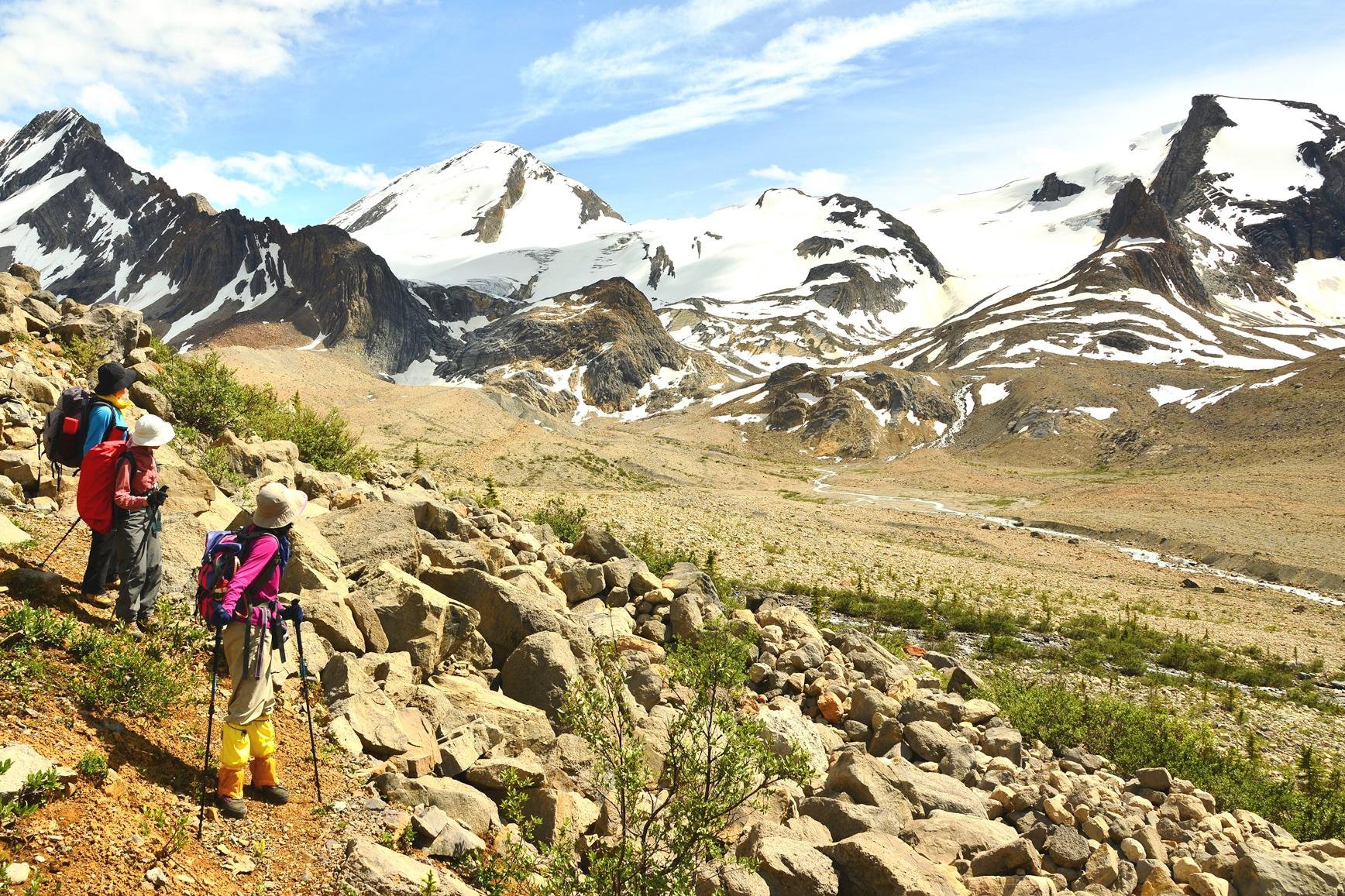 氷河を抱く3,000m級の山々に囲まれたミスタヤエリアを縦横無尽に歩く