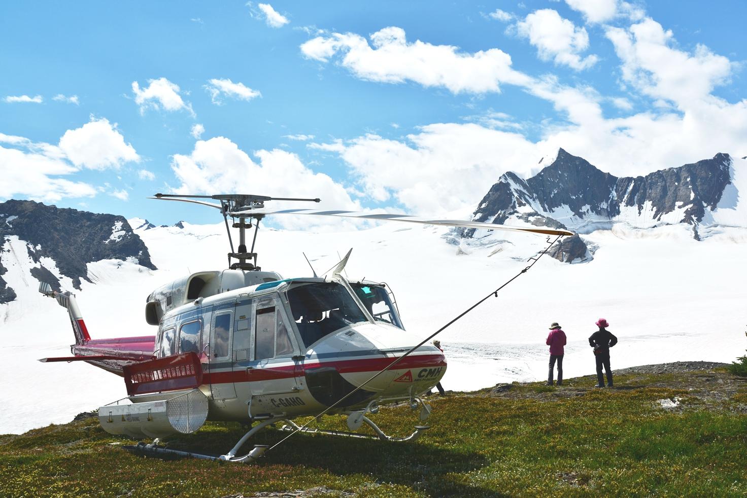 ヘリコプターをタクシーのように駆使して山上の楽園へ