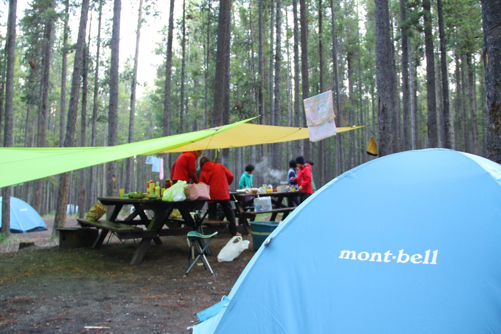 大自然でのキャンプ生活を楽しむ