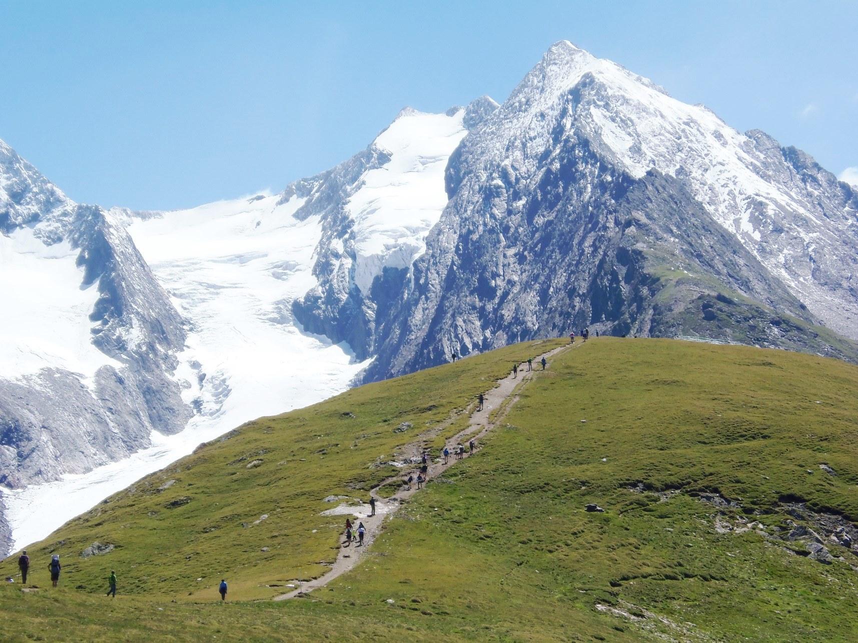 氷河を抱いた大迫力の展望が広がるホーエムート展望台(6日目)