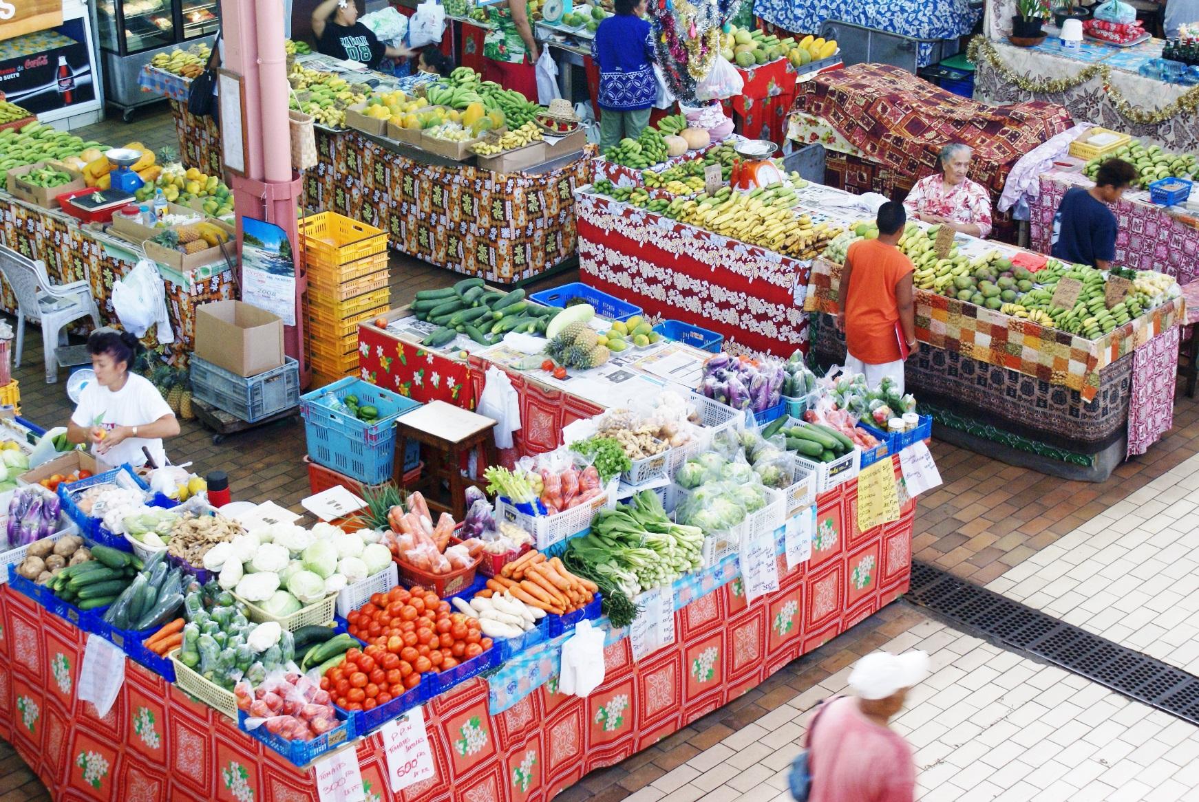 活気あふれるタヒチ島のマーケット