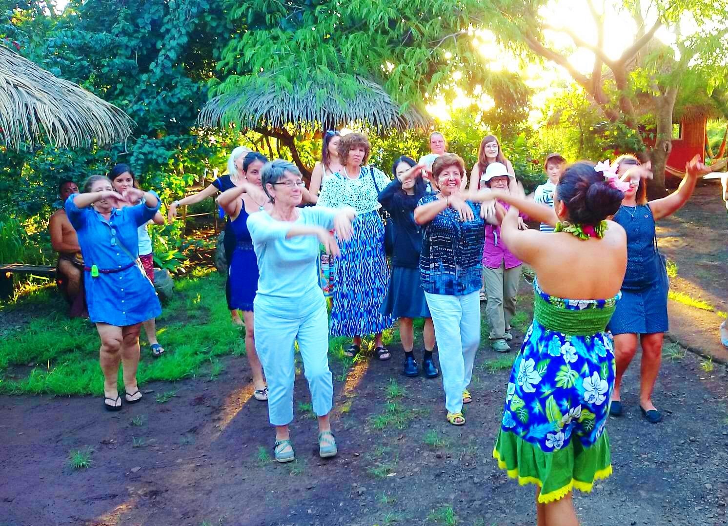 イースター島ダンスを体験