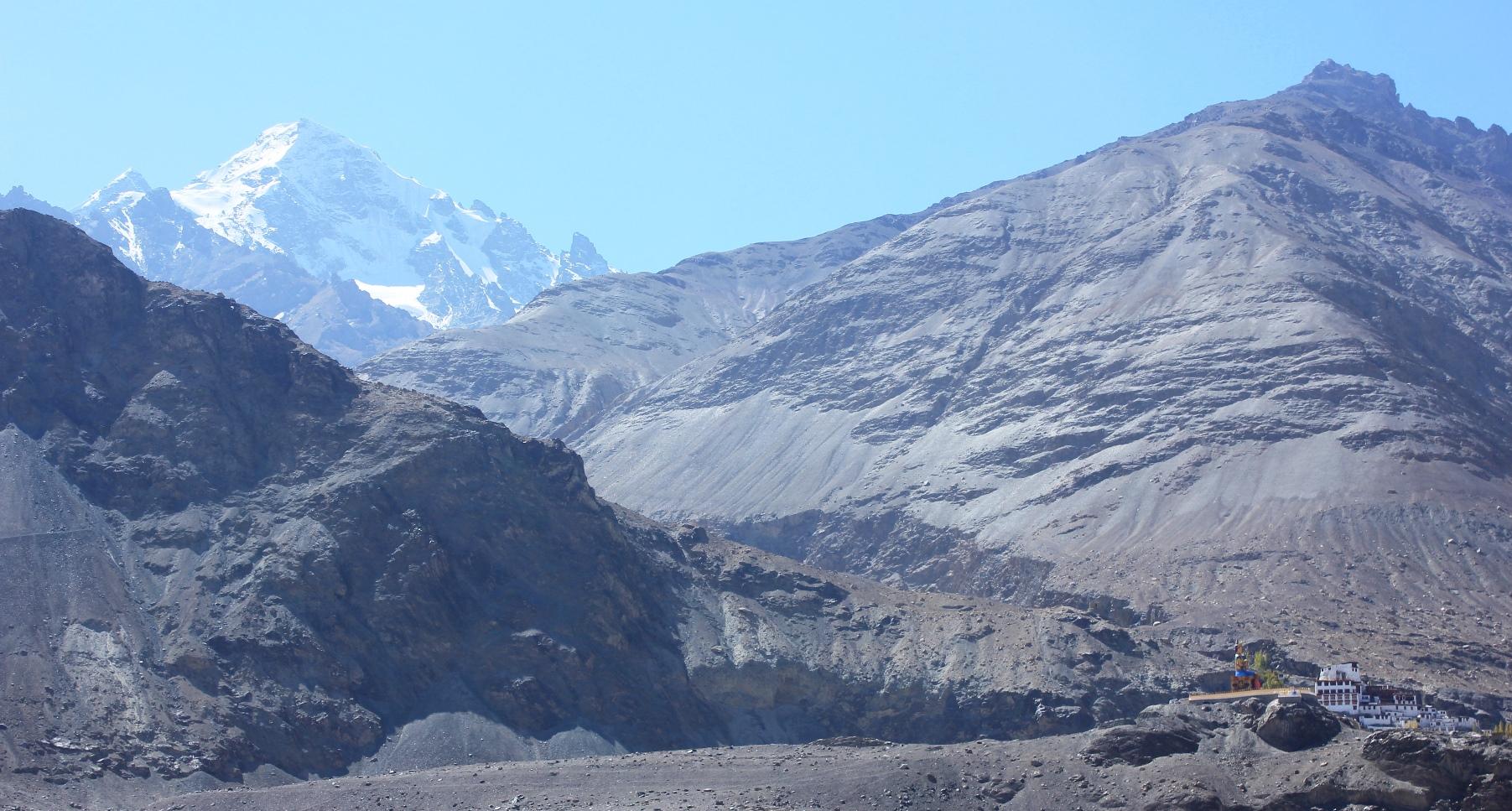 ディスキット・ゴンパと6,000m峰(4日目)