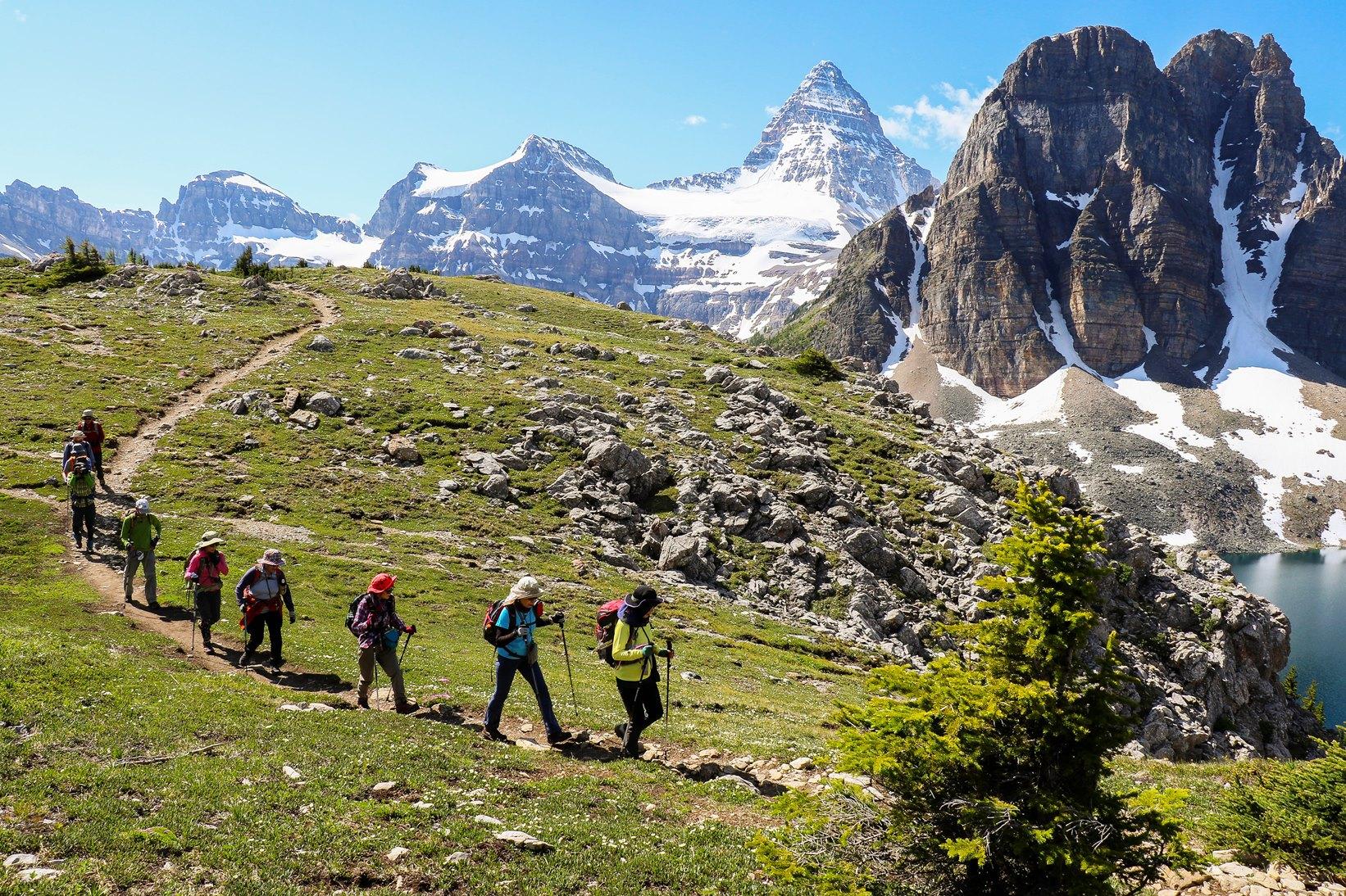 Mt.アシニボインの眺めを堪能しながら大自然の中を歩く