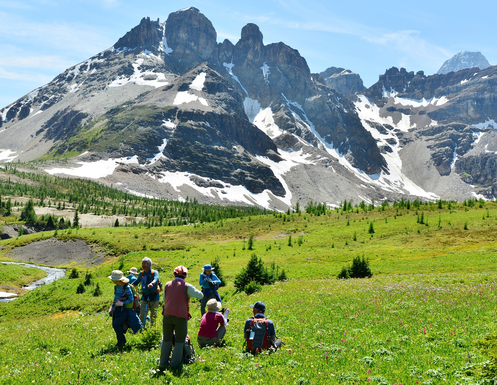 雄大な景観がハイキングの疲れを癒やしてくれる