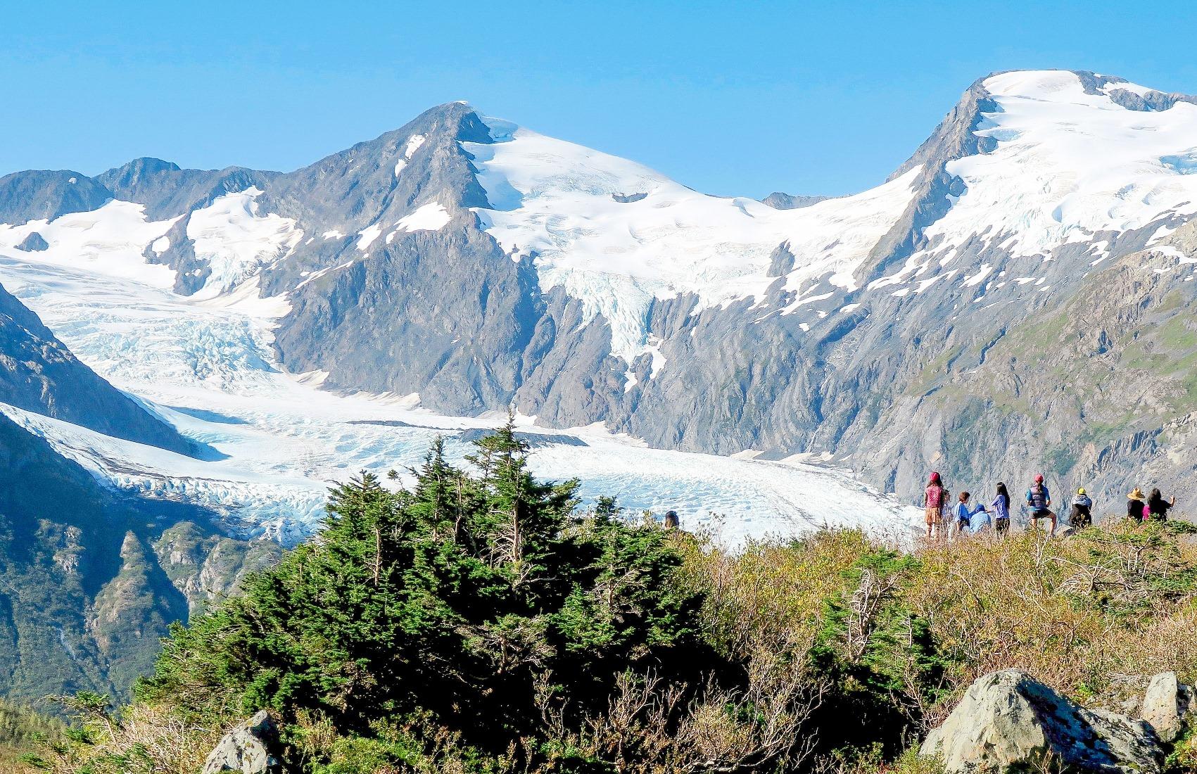 ポーテージ氷河を望むハイキング