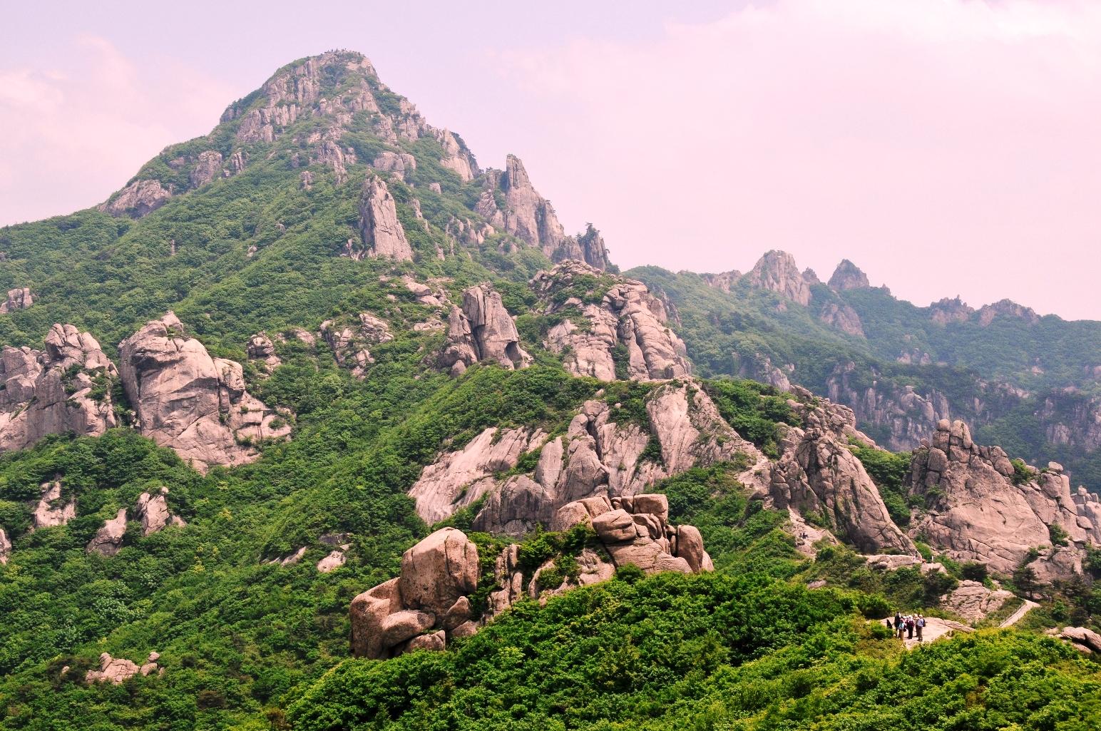 岩稜歩きが楽しい月出山(ウォルチュルサン)(2日目)